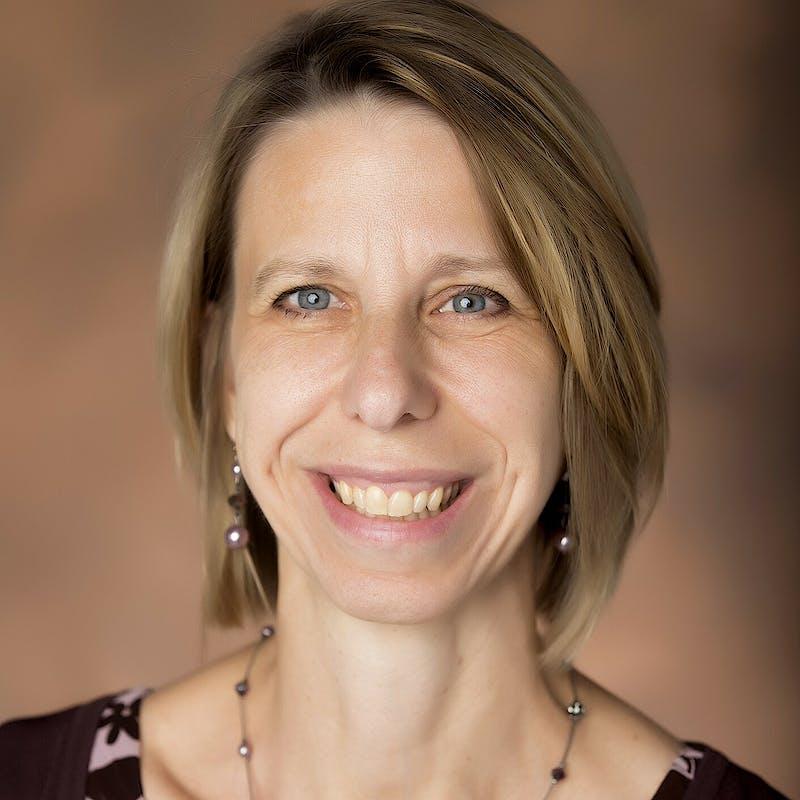 Carolyn Heinrich headshot