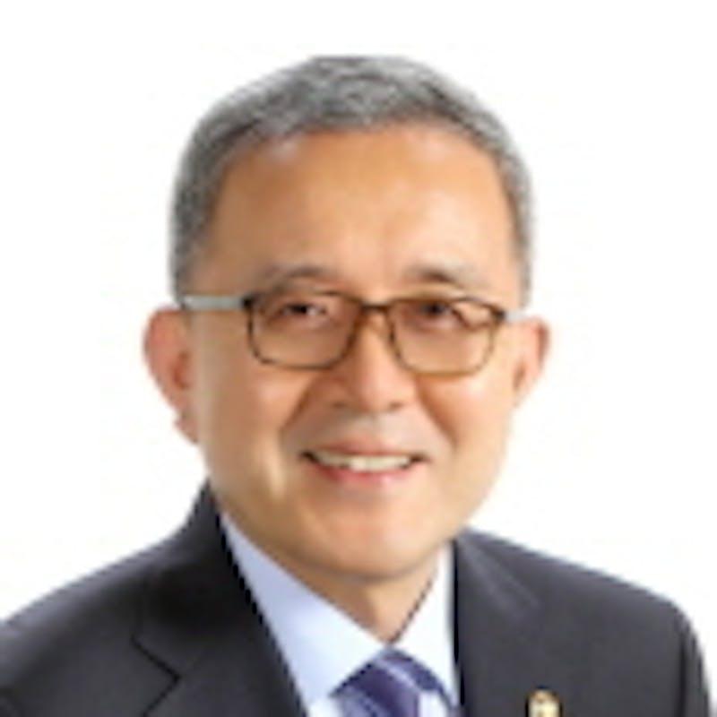 Pan Suk Kim headshot